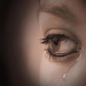 چشم زن اشک گریه